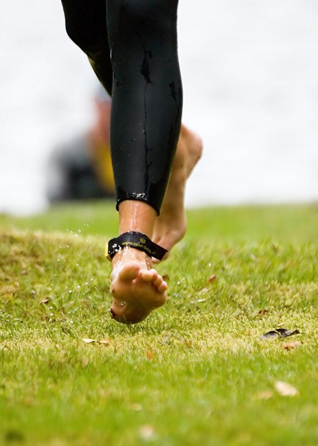 Como prevenir esguince de tobillo con la ayuda de la electroestimulacion. Entrenamiento.. Refuerza los tobillos con tu electroestimulador para prevenir esguinces. Imagen www.sxc.hu