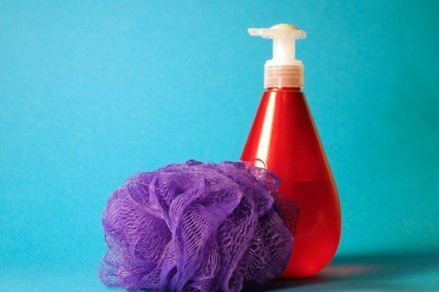 Agua y jabon para limpiar tu piel antes de entrenar con electroestimulacion.